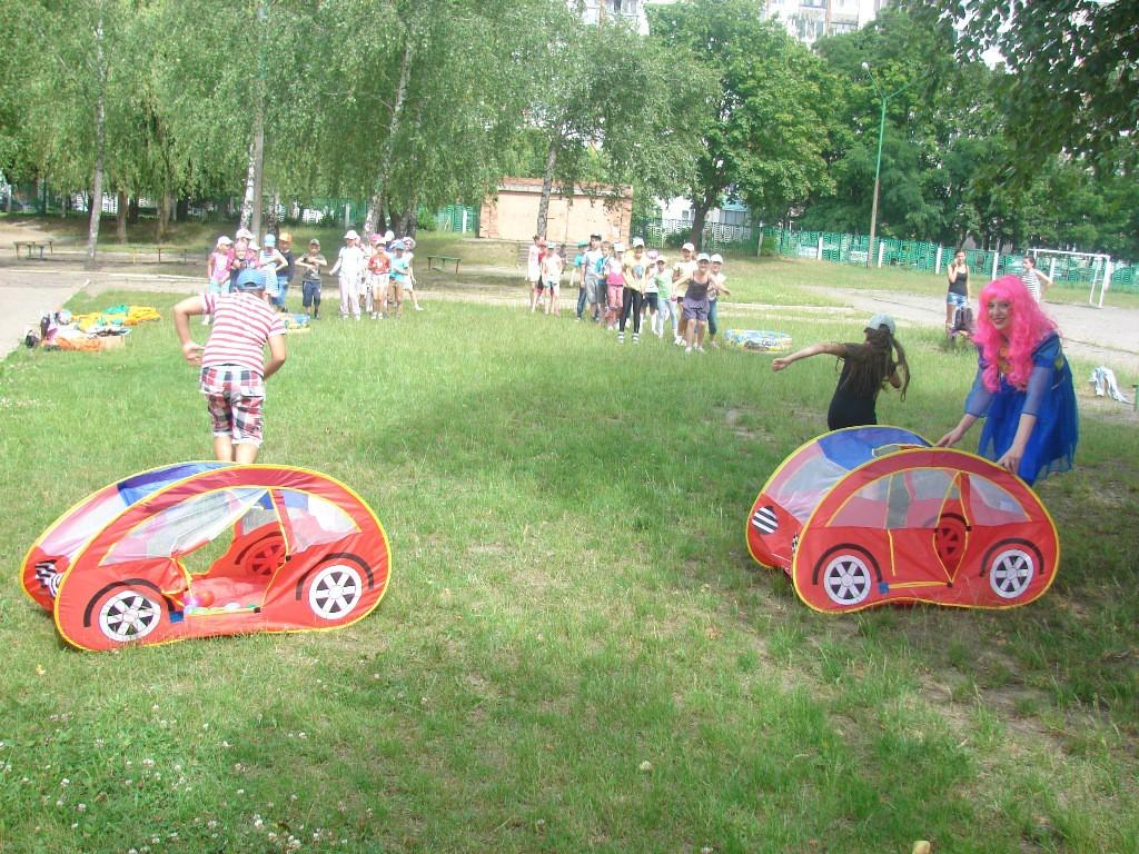 Ребята из школьного лагеря повторили правила дорожного движения.