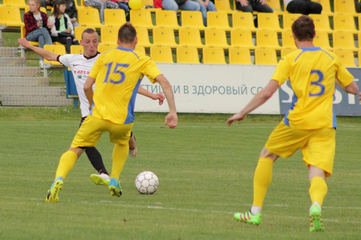 В матче 14-го тура чемпионата Беларуси в первой лиге «Белшина» в гостях сыграла вничью с лидерами турнира футболистам «Смолевичи-СТИ».