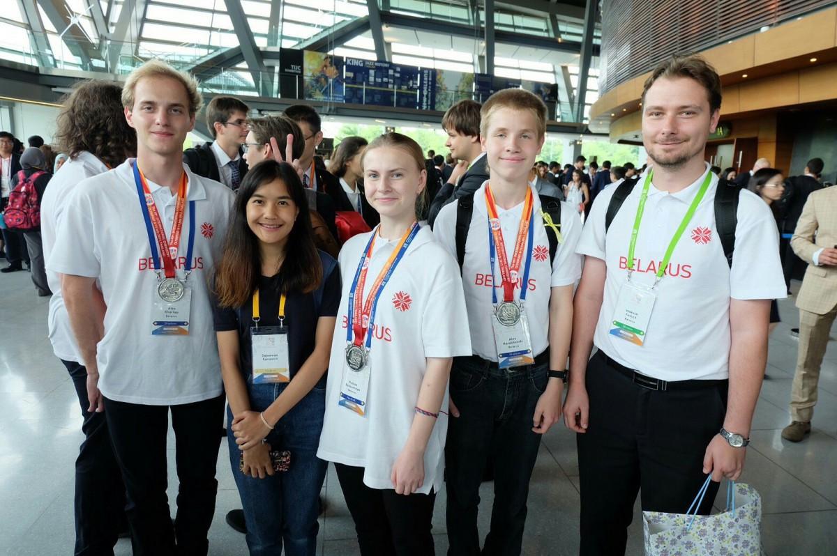 Выпускник гимназии №2 Бобруйска Алексей Харлап завоевал серебряную медаль на Международной химической олимпиаде, проходившей в Таиланде с 6 по 15 июля.