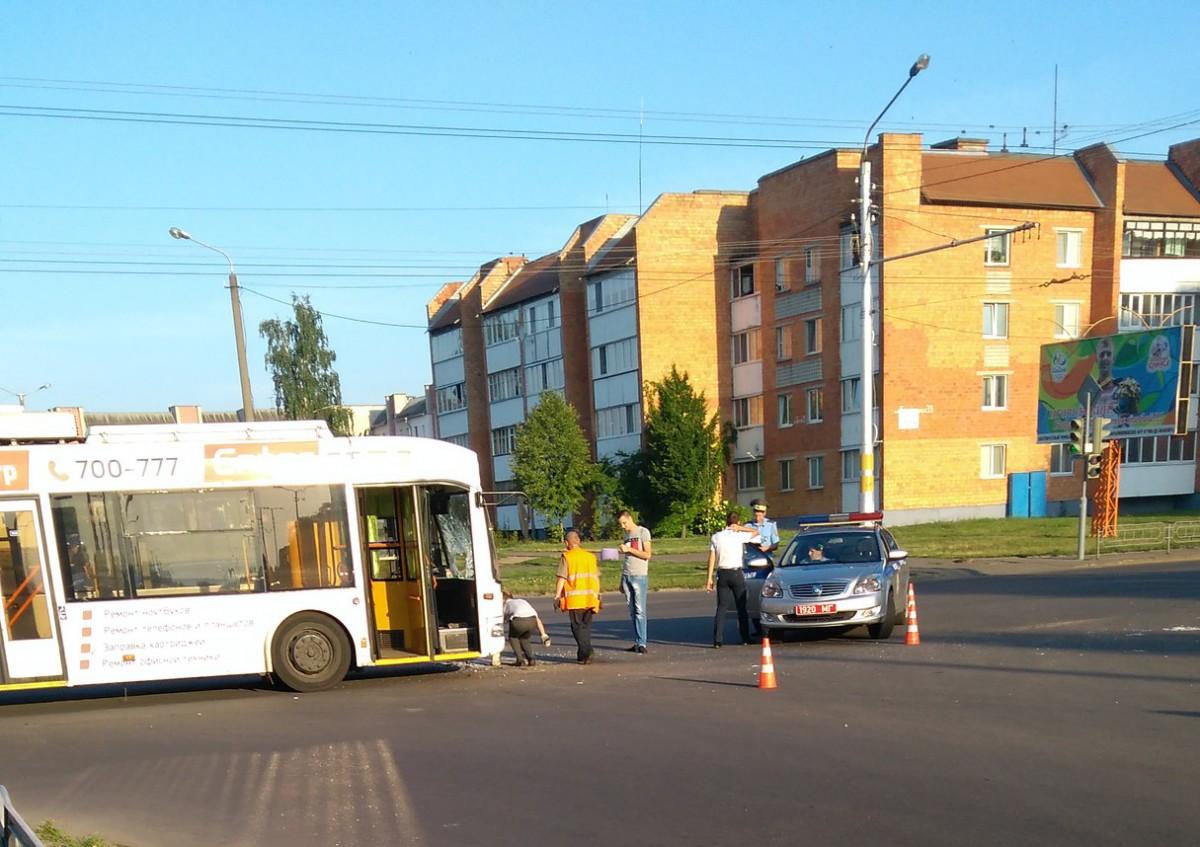 В Бобруйске столкнулись троллейбус и ВАЗ
