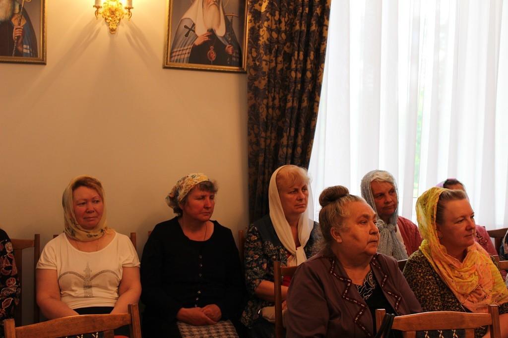 Образовательный семинар для дежурных по храму и работников церковных лавок
