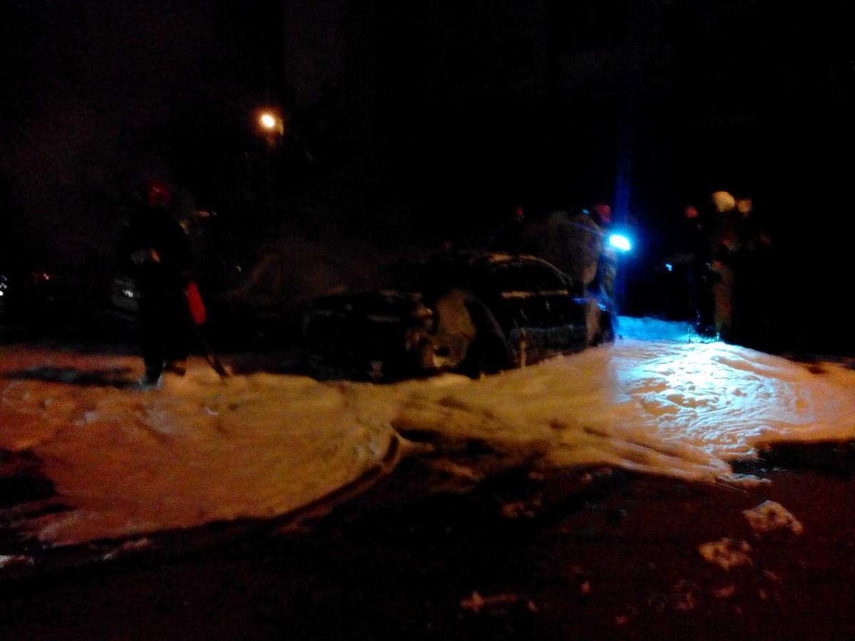 Ночью в Бобруйске произошло возгорание двух автомобилей