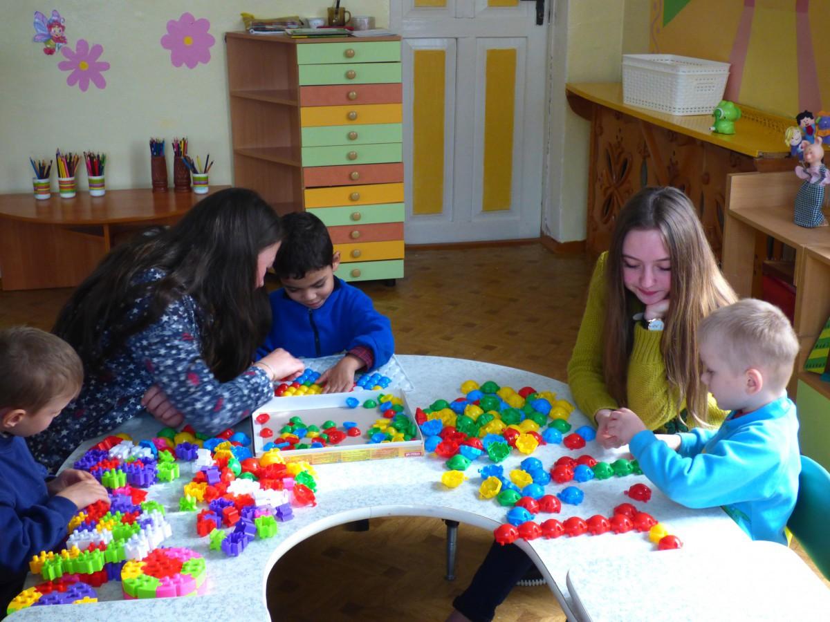 20 сентября 2017 года волонтерский отряд колледжа «Рука помощи» посетил ГУО «Детский дом г. Бобруйска». Волонтеры вручили детям подарки и провели весело и задорно время, играя в различные игры.