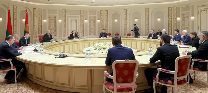 Александр Лукашенко считает, что развитие производственной кооперации должно стать ключевой темой сотрудничества Беларуси и Чеченской Республики Российской Федерации.