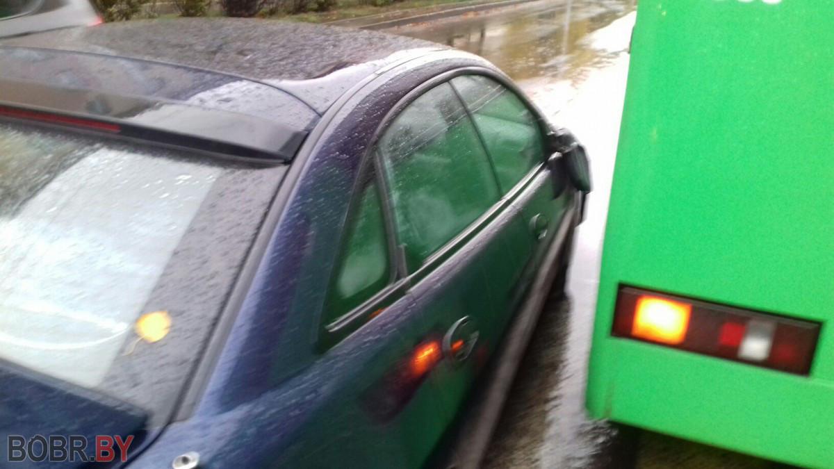 В Бобруйске автомобиль столкнулся с рейсовым автобусом