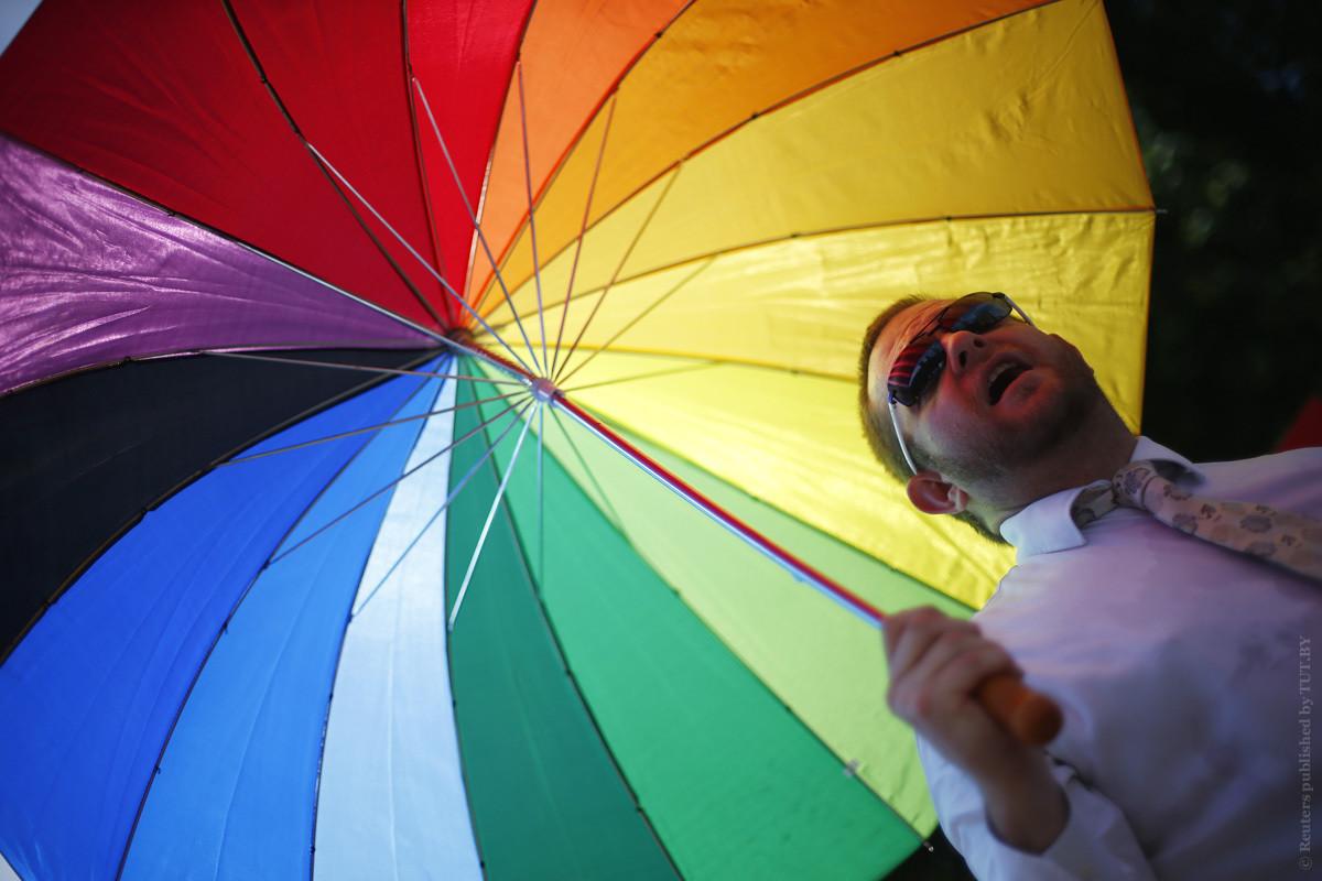 «Люди не знают, что это». Зачем нам закон против дискриминации геев, людей с ВИЧ и инвалидностью
