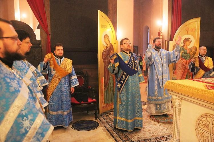 Божественная литургия в день праздника Казанской иконы Божией Матери