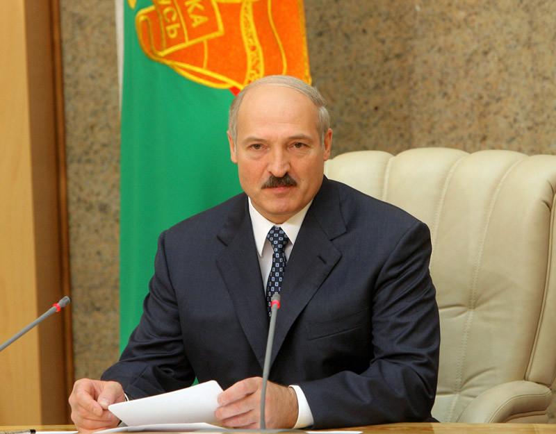 Белорусы должны не только иметь работу, но и хорошо зарабатывать, заявил сегодня Александр Лукашенко.