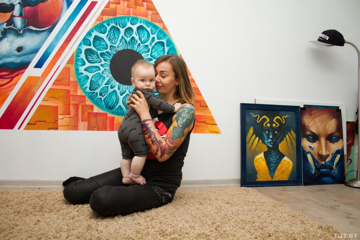 Татуированные мамочки: молодые мамы с тату рассказали, как на них реагирует общество