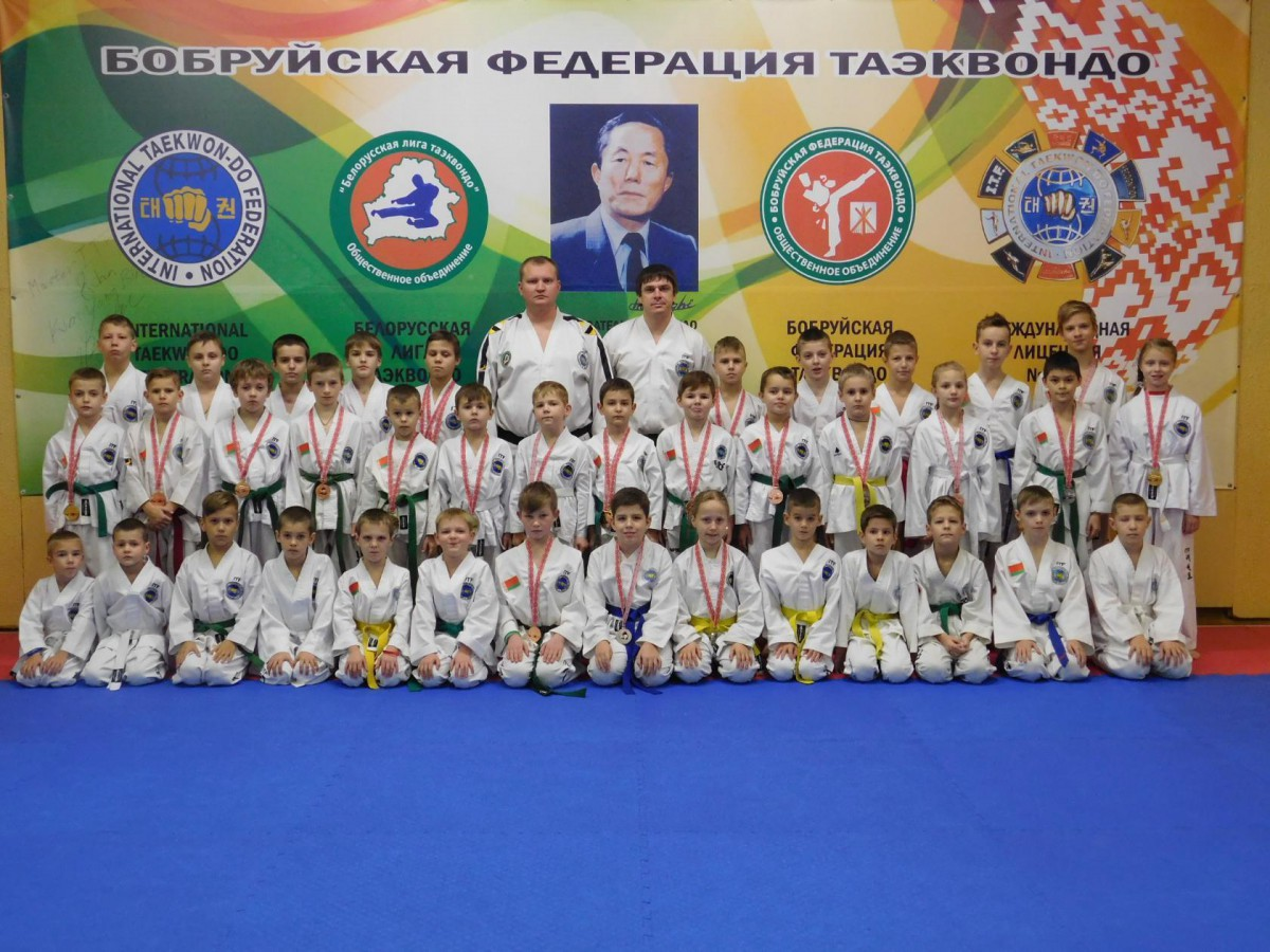 8 золотых, 4 серебряных и 12 бронзовых медалей