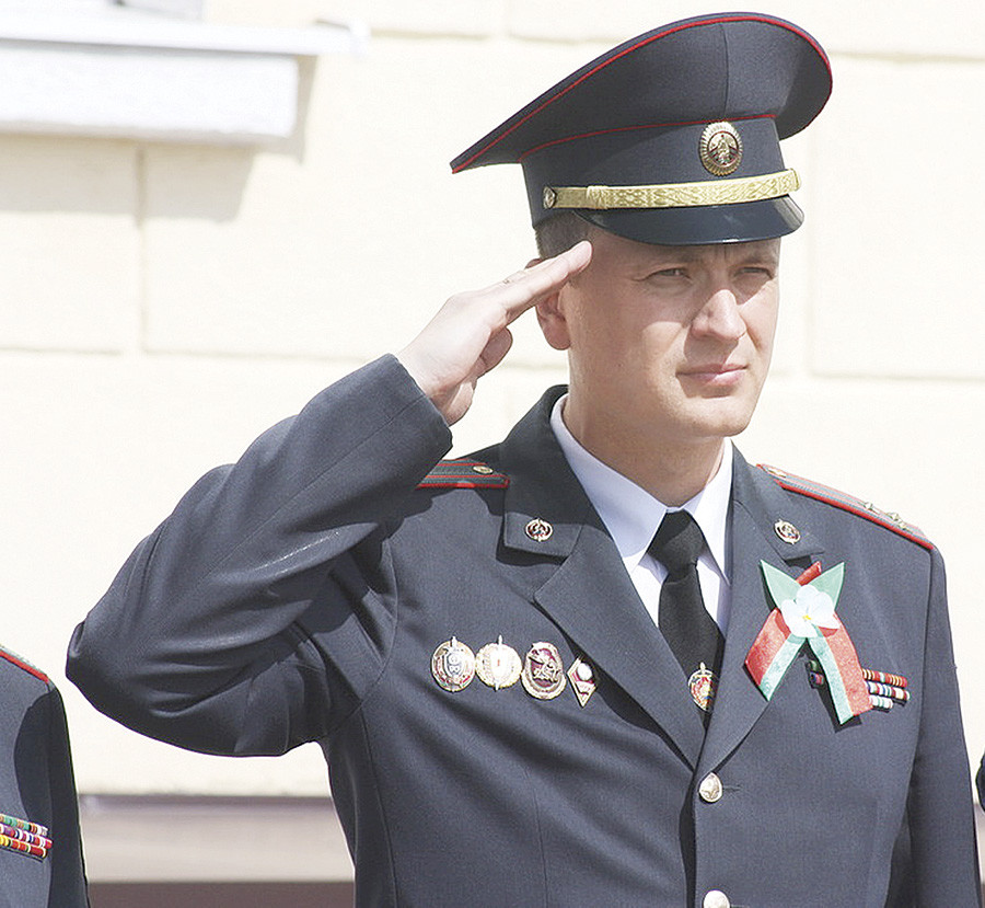 Александр ВАСИЛЬЕВ прошел путь от оперуполномоченного до начальника райотдела. Несколько лет возглавлял УВД Бобруйского горисполкома. На нынешней должности четвертый год. В его активе немало наград