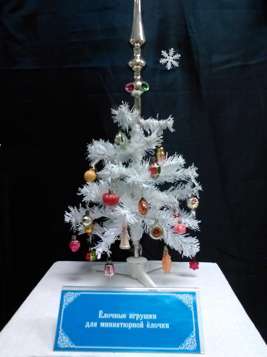 Выставка советских ёлочных украшений и новогодних открыток