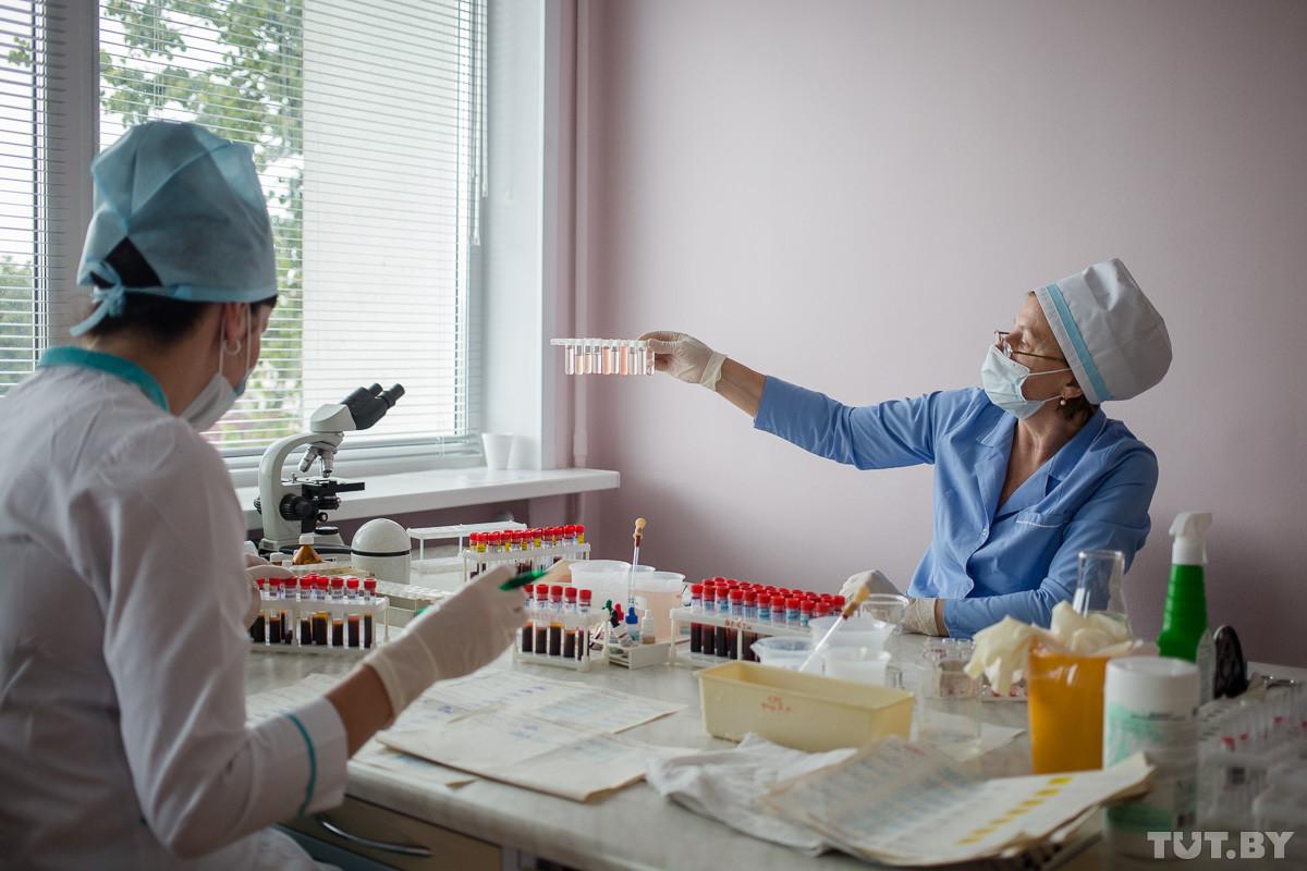 Беларусь столкнулась с дефицитом медиков: на одного врача — 90 вакансий, на медсестру — почти 55