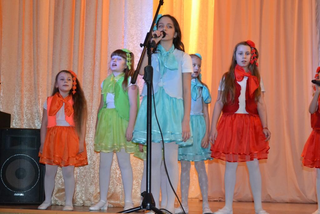 6 марта прошел праздничный концерт, посвященный Международному Дню женщин, «Дочки-матери». На концерт пришли мамы и бабушки детей, занимающихся в Центре, а также педагоги и ветераны Центра творчества.