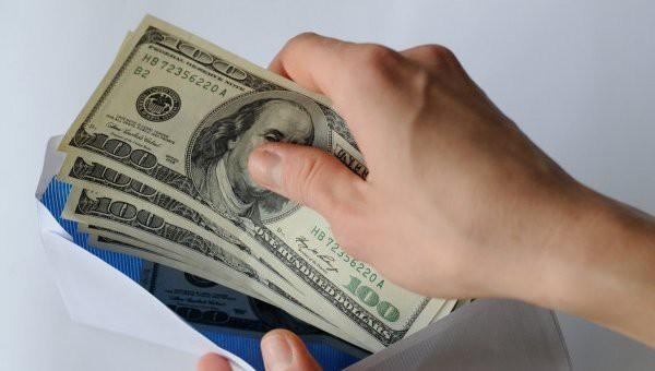 Бобруйчанка почтой выслала дочке в открытке 500 долларов — но деньги не дошли
