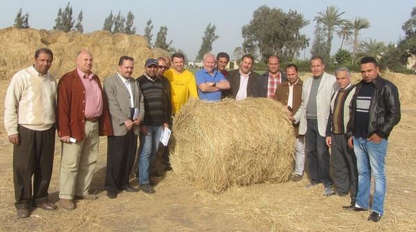 Специалисты «Бобруйскагромаша» успешно провели испытания пресс-подборщиков по прессованию рисовой соломы в Египте
