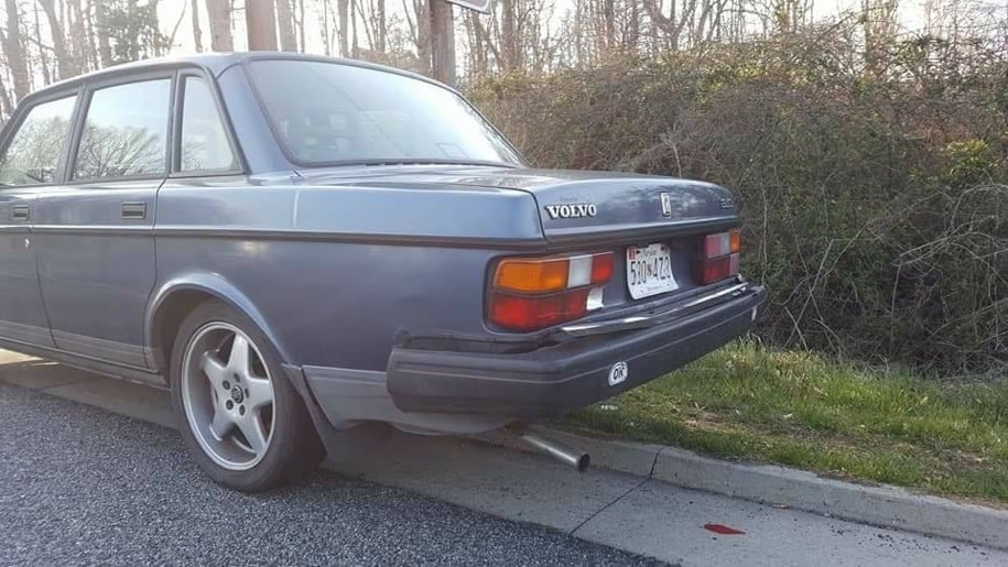 В сети обсуждают столкновение старого Volvo с новым Kia