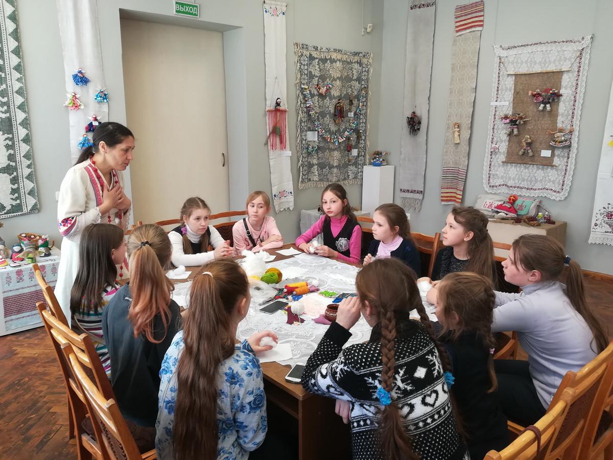 Учащиеся из клуба «Ровесник» приобщаются к народной культуре