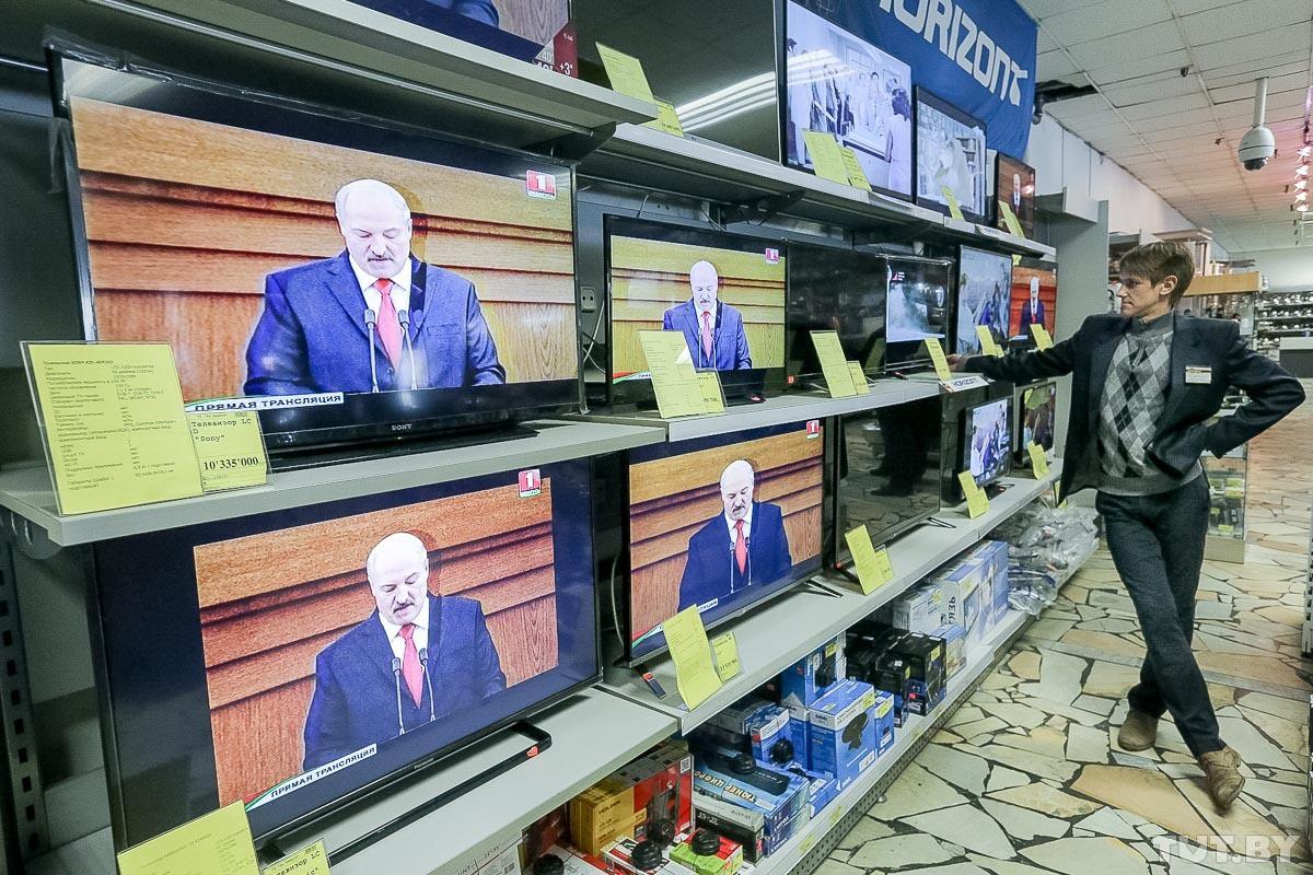 Какие вопросы пользователи Сети задают Лукашенко