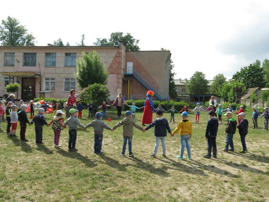 В преддверии долгожданного лета и беззаботного детского отдыха на летней площадке ребята изучали правила пожарной безопасности.