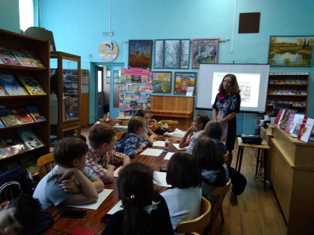 Открытый урок по лозоплетению ко Дню семьи собрал школьников, желающих научиться азам древнего искусства