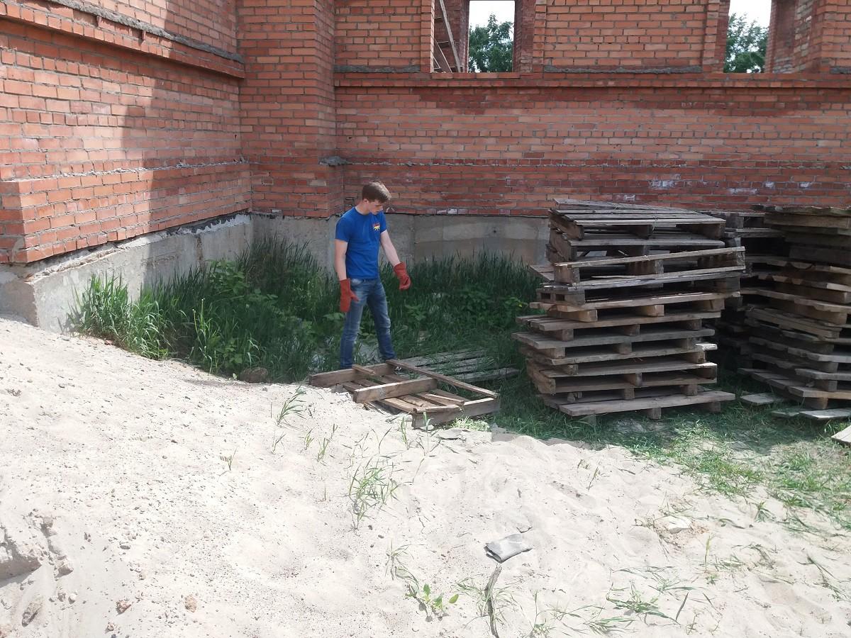 Молодежь города помогает восстановить бобруйскую святыню