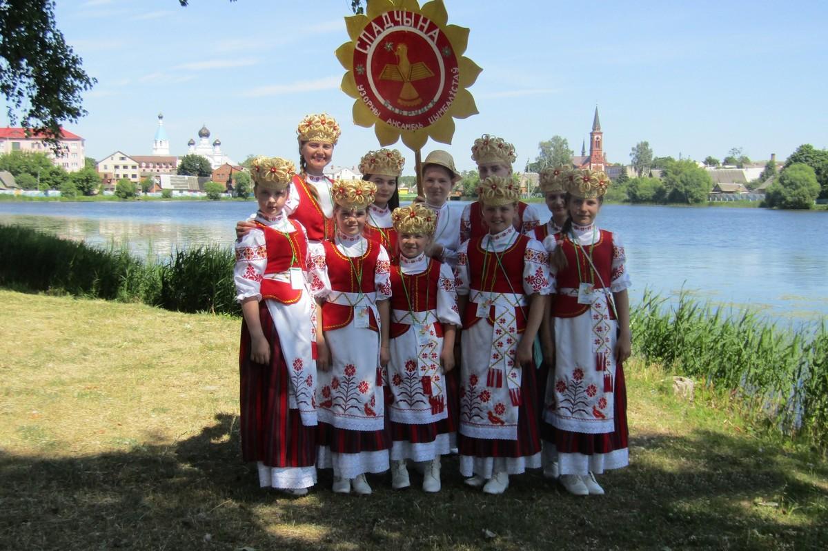 Бобруйский ансамбль цимбалистов «Спадчына» представил область на международном фестивале в Поставах