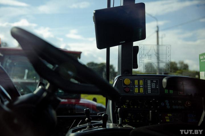 В Александрии показали белорусский IT-трактор. Его стоимость — 200 тысяч евро