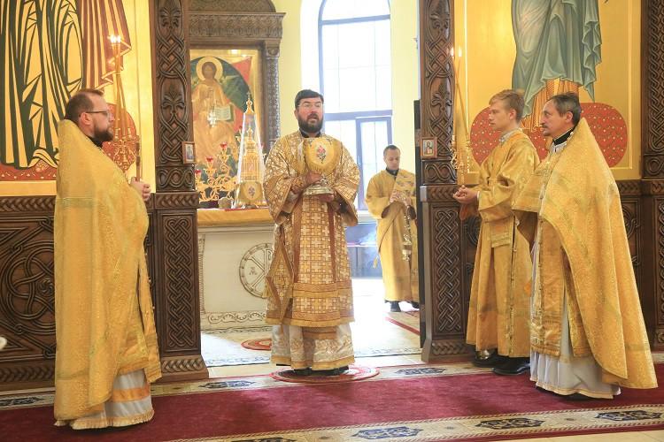 Праздничная Божественная литургия в День 1030-летия Крещения Руси