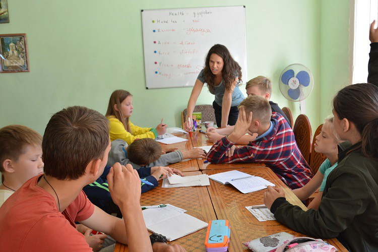 Бобруйская епархия организовала английскую смену для 35 ребят из разных приходов