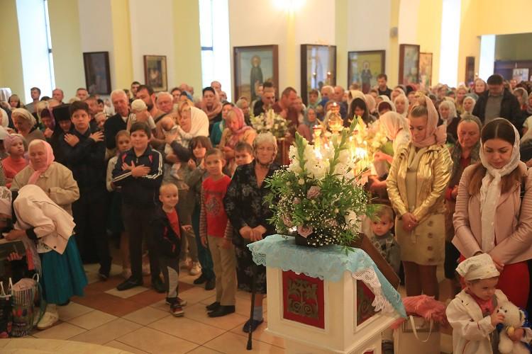 В день праздника Успения Пресвятой Богородицы епископ Серафим совершил Божественную литургию в Никольском кафедральном соборе Бобруйска