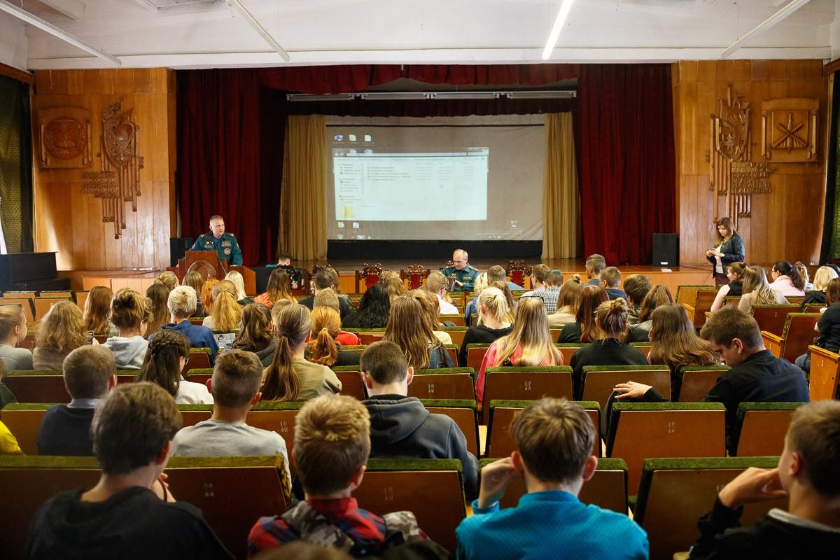 Учащиеся колледжа им. А.Е.Ларина узнали о «Недетских играх»