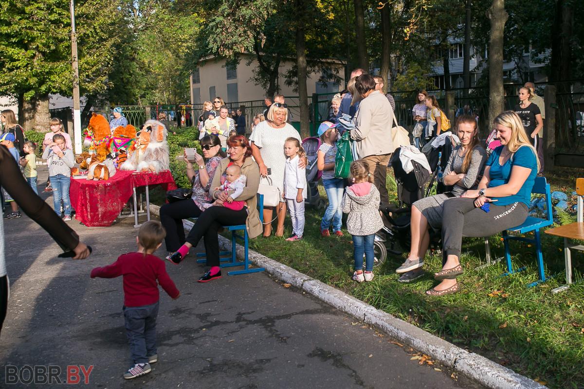 Возле бобруйского клуба «Зарница» было весело