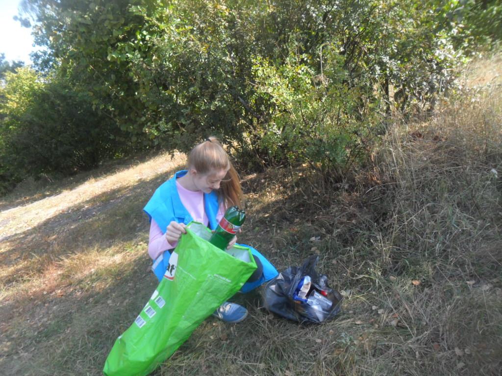 15 мешков мусора собрали волонтеры Бобруйска на Луковой горе