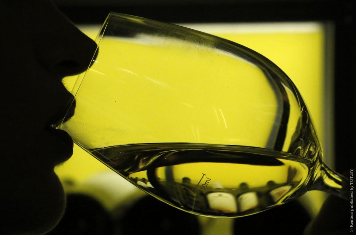 Ученые развенчали миф о пользе бокала вина в день