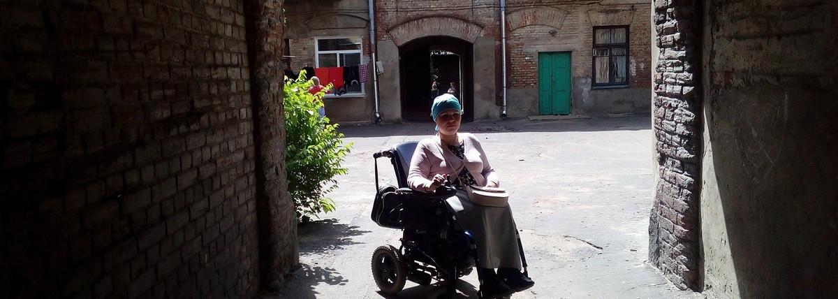 Верующие купили электроколяску блогерше Инге Татур из Бобруйска. Мир для нее снова стал доступным