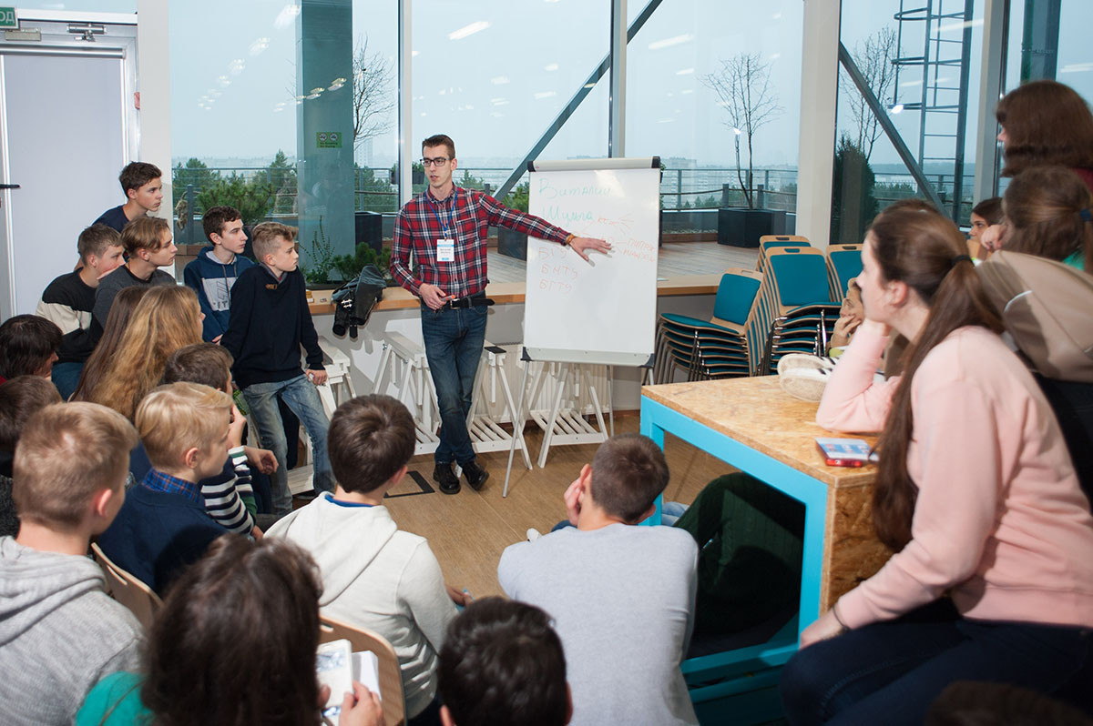 Более 600 детей со всей Беларуси посетили офисы ИТ-компаний и лекции