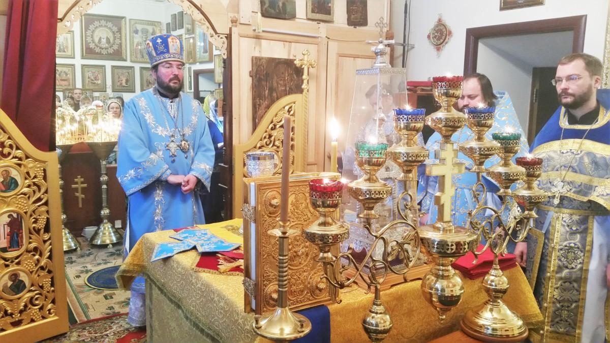 Божественная литургия в день празднования иконы Божией Матери