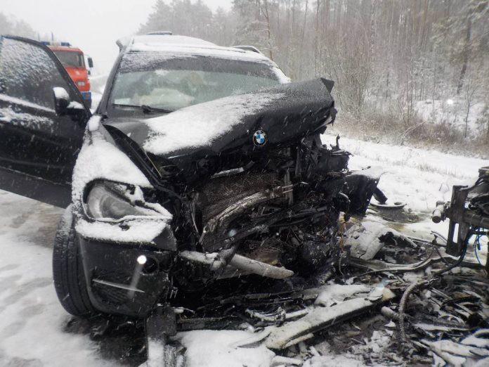 В Бобруйском районе черный «бумер» вылетел на встречку: погибла молодая женщина, четверо – в больнице