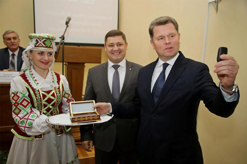«Беларусбанк» передал современный реанимобиль Бобруйской детской больнице