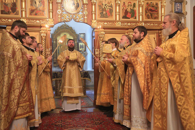 Епископ Серафим совершил Божественную литургию в Георгиевском храме Бобруйска