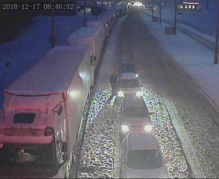 Более 1500 фур скопилось на выезд из Беларуси