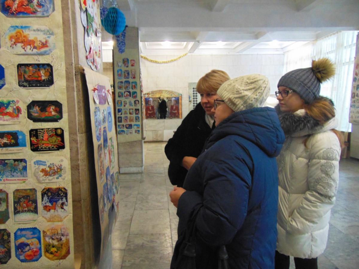 Неподдельный интерес у бобруйчан вызывает ретро-выставка «Новогодние поздравления из прошлого и настоящего»
