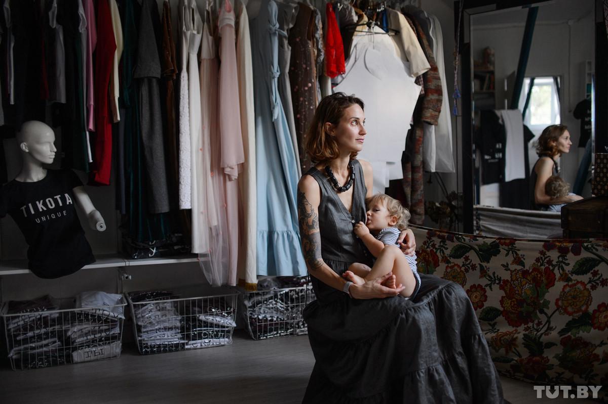 «Современные мадонны». Молодые мамы о кормлении грудью в общественных местах и активном образе жизни