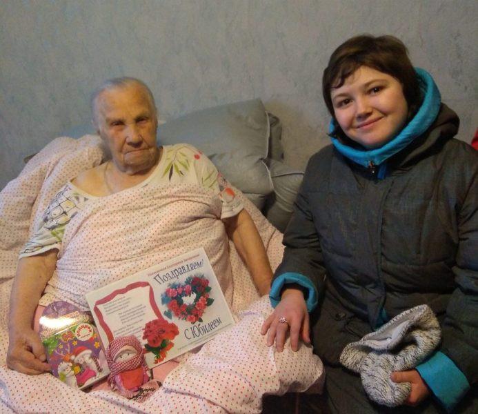 Со 100-летним юбилеем поздравили бобруйчанку волонтеры