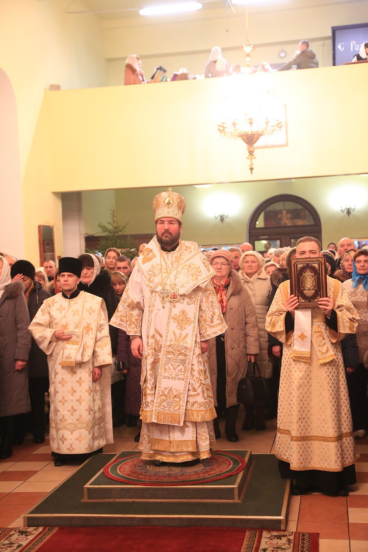 Ночное Рождественское богослужение прошло в Никольском кафедральном соборе Бобруйска
