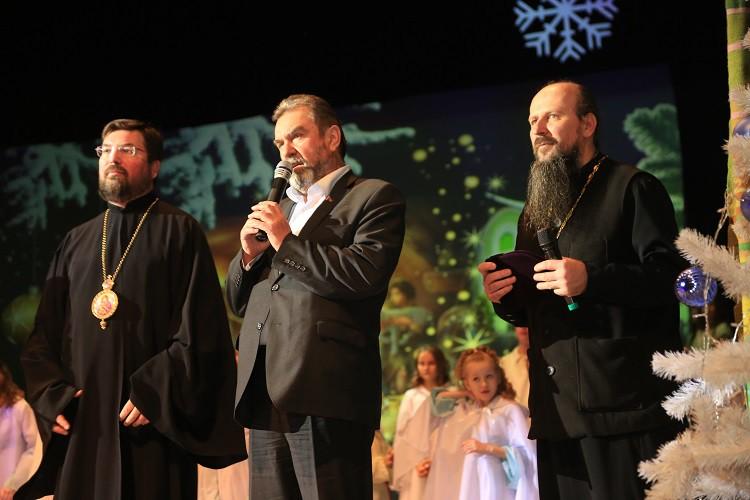 Епископ Серафим посетил музыкальный спектакль «Рождественская история»
