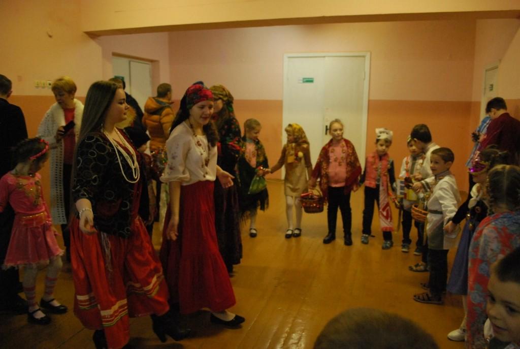 Колядные герои из «Росквита» поздравили младших школьников