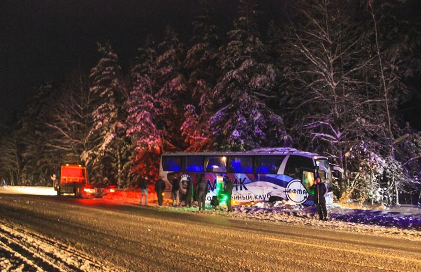 Хоккеисты «Химика» попали в аварию в Логойском районе