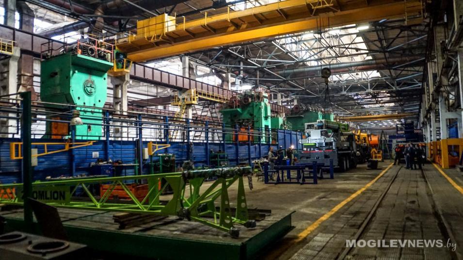 Вакансии января: Какую зарплату обещают говорящему на фарси энергоменеджеру, директору завода со знанием китайского, зампреду райисполкома